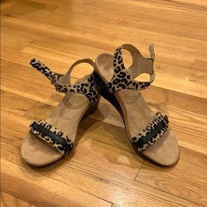 Vionic Leopard  sandals